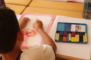 creando arte niños de primaria
